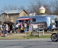 vintage trailer  AND cupcakes ...perfection