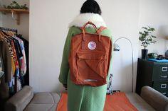 Tara Starlet Girlfriend Coat, Fjallraven Kanken bag (maxi, in 'Brick')  #ootd #tarastarlet #tarastarletcoat #greencoat #whitecollar #fjallravenkanken #brick #maxi #rucksack #girlfriendcoat #50scoat #cocooncoat