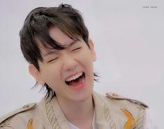 He Is My Everything, Baekhyun Chanyeol, Exo Members, Pop Bands, Chanbaek, Luxury Branding, Kpop, Bacon, Bruce Lee