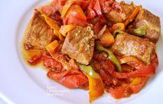 Χοιρινό ή κοτόπουλο με πολύχρωμες πιπεριές - cretangastronomy.gr Pot Roast, Beef, Stuffed Peppers, Ethnic Recipes, Food, Carne Asada, Meat, Roast Beef, Stuffed Pepper