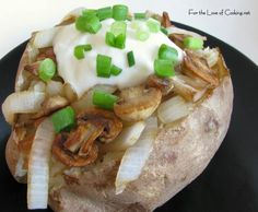 Baked potato with caramelized onions and mushrooms - hearty filling and delicious. Cooking Baked Potatoes, Stuffed Baked Potatoes, Baked Potato Recipes, Side Recipes, Light Recipes, Whole Food Recipes, Cooking Recipes, Caramelized Onions And Mushrooms, Mushroom And Onions