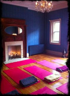 Yoga room: rich walls and a fireplace. Totally unrealistic for me, but I thought I would dream a little.