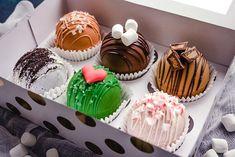 Chocolate Melting Wafers, Hot Chocolate Gifts, Hot Chocolate Mix, Chocolate Drizzle, Chocolate Cookies, Chocolate Recipes, Mini Desserts, Easy Desserts, Magnum Paleta