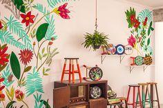 Atelier - Banquetas coloridas criadas pela artista brasileira Ju Amora;