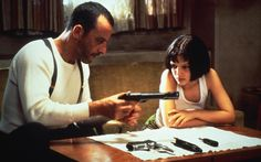 my favourite film is Leon (known as The Professional in some countries). starring Jean Reno as the cool, calm lone hitman, Gary Oldman as a corrupt, psychotic drug-addled DEA agent and a 13 year-old Natalie Portman in her debut feature Gary Oldman, Love Movie, Movie Tv, Badass Movie, Movie Blog, Jean Reno Natalie Portman, Leon The Professional, Leon Matilda, Mathilda Lando