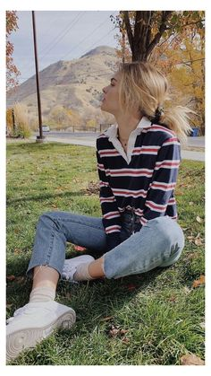 Outfit Jeans, Cute Sweater Outfits, Tomboy Outfits, Cute Summer Outfits, Mode Outfits, Retro Outfits, Cute Casual Outfits, Polo Shirt Outfit Women's, Polo Shirt Women