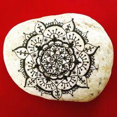 27 отметок «Нравится», 1 комментариев — Ursulina (@cucinanasino) в Instagram: «480 giorni senza #steinmandala #stein #stoneartlove #stoneart #stone #stones #zentangellover…»