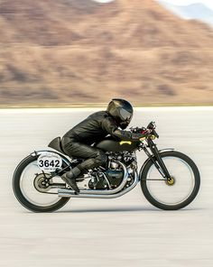 vincent motorbike, Speed Trials at the Bonneville Salt Flats. Photography by Phil Hawkins / ishootfromthehip.com