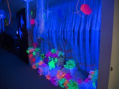 Amazing black-light decoration ideas for Ocean Commotion Vacation Bible School! Vbs Themes, Ocean Themes, Cave Quest Vbs, Submerged Vbs, Underwater Party, Vbs 2016, 2017 Vbs, Bible School Crafts, Vbs Crafts