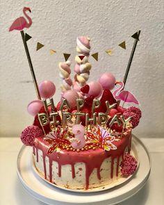dripcake red velvet 16 p. Red Birthday Cakes, Red Velvet Birthday Cake, Birthday Drip Cake, Birtday Cake, Red Cake, Red Velvet Cake Decoration, Drip Cakes, Buttercream Cake, Cakes And More