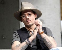 Yes, yes, Johnny Depp is wearing his fiancees diamond engagement ring, whatever. More important: Amazing nude colored glasses!