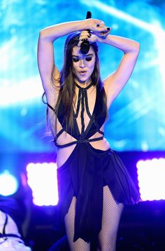 Image in Hailee Steinfeld - Dick Clark's New Year's Rockin' Eve 2017 in Los Angeles, California December album Prettiest Celebrities, Beautiful Celebrities, Beautiful Actresses, Celebrity Look, Celebrity Crush, Fifth Harmony, Clarks, Hailey Steinfeld, Bikini Poses