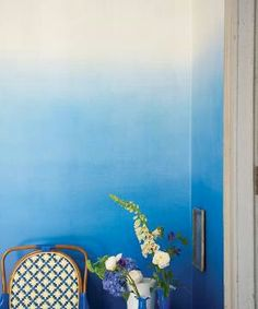 blue ombre wall - love <3 for the wall and the flowers of course ^.~