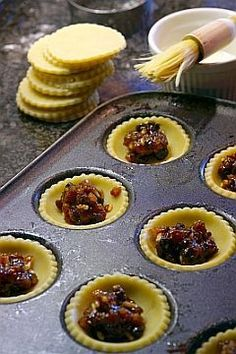 Pies - Essential for an English Christmas Making Mince Pies © Douglas Freer Xmas Food, Christmas Cooking, Christmas Desserts, Christmas Christmas, Christmas Mince Pies, Minced Meat Recipe, Mince Pies Recipe, Fruit Mince Pies, Crack Crackers