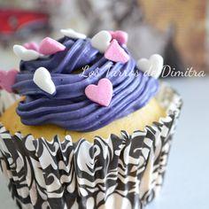 Cupcakes de vainilla y caramelo Desserts, Food, Vanilla Cupcakes, Candy, Recipes, Sweet, Tailgate Desserts, Deserts, Essen