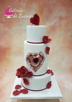 Ruby and white wedding cake by Gâteau de Luciné - http://cakesdecor.com/cakes/301636-ruby-and-white-wedding-cake