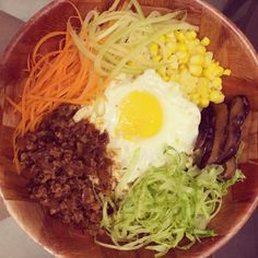 It's not Korean bibimbap but an inspired from it - colorful ricebowl in Chinese version. 5/5 votes to today's zha jiang minced meat on the ricebowl. Not greasy, yet tasty.  It left no bits in the pot!