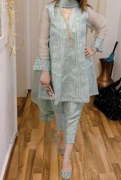Pakistani Fancy Dresses, Asian Bridal Dresses, Party Wear Indian Dresses, Pakistani Fashion Party Wear, Designer Party Wear Dresses, Pakistani Wedding Outfits, Dress Indian Style, Kurti Designs Party Wear, Pakistani Dress Design