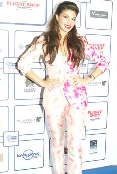 Jacqueline Fernandez strikes a pose for the paparazzi at the Lonely Planet Travel Awards Jacquline Fernandez, Varun Dhawan, Beautiful Indian Actress, Celebs, Celebrities, Strike A Pose, Beauty Queens, Bollywood Fashion, Lonely Planet