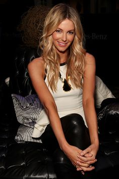 Jennifer Hawkins Photos - Jennifer Hawkins poses backstage ahead of the MYER show as part of the Mercedes-Benz Fashion festival Sydney 2012 at Sydney Town Hall on August 2012 in Sydney, Australia. Pretty Hairstyles, Straight Hairstyles, Jennifer Hawkins, Corte Y Color, Great Hair, Awesome Hair, Hair Dos, Cut And Color, How To Look Pretty