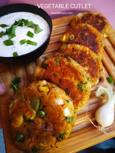 Appetizer Recipes, Snack Recipes, Appetizers, Indian Snacks, Indian Food Recipes, Vegetable Cutlets, Potato Cutlets, Cutlets Recipes, Chaat Masala