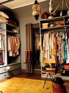 Love the color and the drawers on the bottom of the hanging