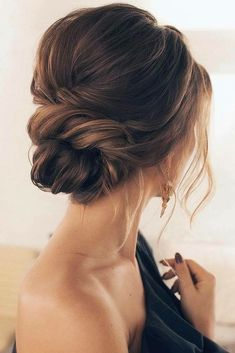 39 Gorgeous Winter Hairstyles For Long Hair - Hair Styles 2019 Low Bun Hairstyles, Winter Hairstyles, Hairstyles Pictures, Bridesmaid Updo Hairstyles, Up Hairdos, Prom Updo, Everyday Hairstyles, Off Shoulder Hairstyles, Hairstyles For Short Hair Formal