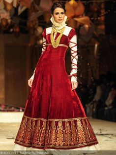 Alecia Raut showcases a creation by designer Rohit Bal during the grand finale of India Bridal Fashion Week '13, held at Grand Hyatt, in Mum...
