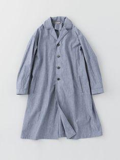 ... parece um casaco em cambraia jeans... pode dar uma composição interessante... é uma peça a ser estudada...