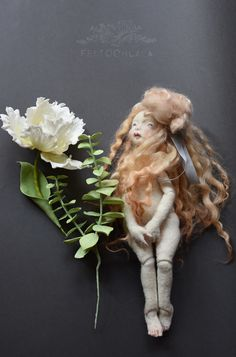 sugar flower, parrot tulip, with needle felted art doll by Laurence Bergeot Veréb. Needle Felted Animals, Felt Animals, Needle Felting, Wool Dolls, Fabric Dolls, Creepy Art, Creepy Dolls, Broken Doll, Parrot Tulips