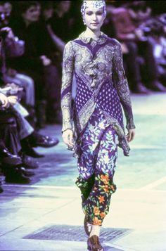 Comme des Garçons Fall 1993 Ready-to-Wear Collection Photos - Vogue