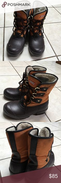 Hunter lace up snow boots Great condition just a little dirty will try to clean before I ship out. Brown and orange color with gold color accents Hunter Boots Shoes Winter & Rain Boots