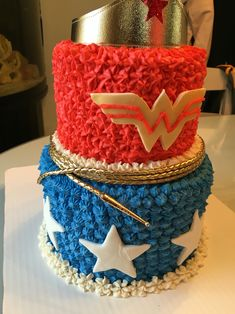 Wonder Woman Cake Wonder Woman Kuchen, Wonder Woman Cake, Wonder Woman Birthday, Wonder Woman Party, 4th Birthday Parties, 1st Birthday Girls, Birthday Ideas, Birthday Cake, Girl Superhero Party