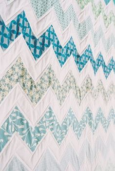 "zig zag quilt. I like how it's ""quilted"" I could do this on my home machine easily!"