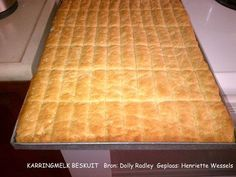 Stien Rust Karringmelkbeskuit (Ma Joyce) 3 pakke SR meel kg) koppie suiker 3 eiers 500 gr smeer 1 teelepel koeksoda 1 tee. South African Dishes, South African Recipes, Africa Recipes, Buttermilk Rusks, Buttermilk Recipes, Rusk Recipe, African Dessert, All Bran, Bread Bun