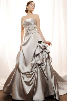 I would LIVE for a pewter wedding dress!!