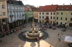 SLOVAKIA, BRATISLAVA, Roland Fountain (Maximiliánova fontána)