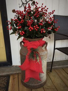 Looking for for inspiration for farmhouse christmas decor? Check out the post right here for very best farmhouse christmas decor inspiration. This particular farmhouse christmas decor ideas will look entirely brilliant. Country Christmas Decorations, Farmhouse Christmas Decor, Xmas Decorations, Holiday Decor, Christmas Entryway, Country Christmas Crafts, Primitive Country Christmas, Primitive Decor, Handmade Decorations