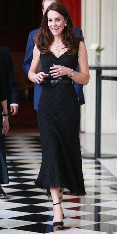 March 17, 2017 Pearl Necklace Outfit, Pearl Necklace Designs, Necklace Ideas, Looks Kate Middleton, Estilo Kate Middleton, Princesa Kate, Royal Fashion, Style Fashion, Duchess Of Cambridge