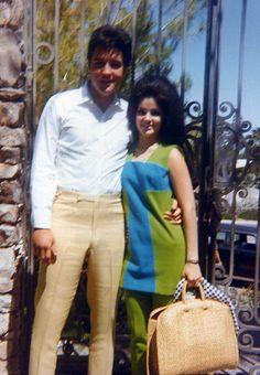 Elvis / Priscilla. Graceland as background.