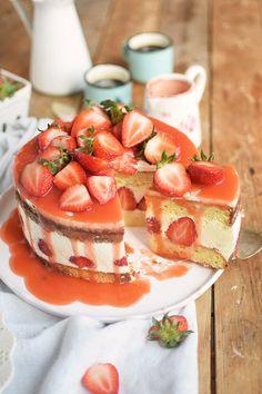 Erdbeertorte Quarktorte - Kaese Sahne Torte mit Erdbeeren - Strawberry Cake (20)