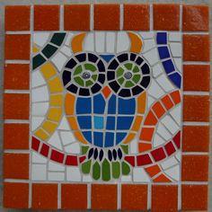 """Espaço para compartilhar meus mosaicos, arte que eu adoro. """"Nunca diga - estou um caco! (Sejamos menos prosaicos). Junte todos pedacinhos e declare: Sou um mosaico! Dos raios de sol tiro ouro São segredos d´alquimia Da farinhada tristeza Amasso o pão da alegria"""" Luis Coronel .................................. Ao deixar seu comentário, lembre de deixar um e-mail para retorno, ou enviar para monica.deb@uol.com.br"""