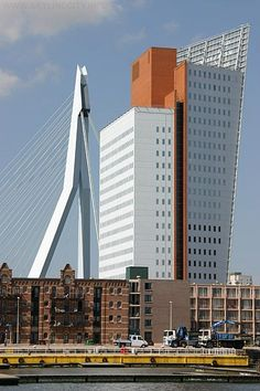 Rotterdam - KPN gebouw, officiële naam Belvédère, wordt ook wel de Toren (98 m) op Zuid genoemd. Bij oplevering (2000) één van de eerste nieuwe gebouwen op de Wilhelminapier