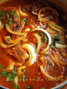 Chuletas de Puerco en Salsa (Pork Chops Braised in a Fresh Tomato Salsa). This recipe requires minimal ingredients to prepare, but the results are delicious! Fresh tomato, chile serrano, onion, and a few spices combined Mexican Cooking, Mexican Food Recipes, Ethnic Recipes, Vegetarian Mexican, Mexican Desserts, Spanish Recipes, Filipino Desserts, Spanish Food, Sauce Tomate Fraiche