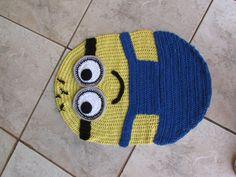 Tapete de crochê confeccionado com barbante de ótima qualidade, sendo os apliques todos colados e costurados. <br>Código: TAP001