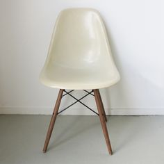 Image of Eames DSW Herman Miller USA - Parchment