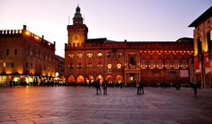 20 Reasons to travel to Bologna Italy: Top 20 things to do piazza maggiore - no dia do email do consulado