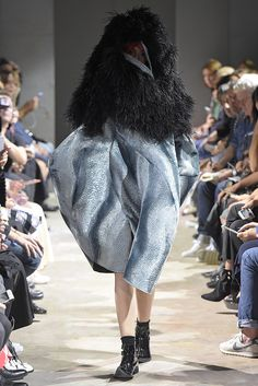 View the Comme des Garçons Spring 2016 RTW collection. See photos and video  of the runway show. b7c7507ea93