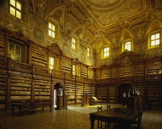 Just imagine you are standing here, in the 16th-century Biblioteca dei Girolamini in Napels. The library is stuffed with 160,000 books dating from the 15th to the 19th century, which are draped around this room and others. Imagine the dusty smell, the echo of your steps as you go around the room. If you are a lover of books and libraries, this image may just make your day