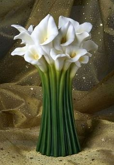 Add an elegant touch with our Calla Lily Vase to your home, office, wedding or special event. In Japan the calla lily is a symbol of beauty, purity and marriage. Calla Lily Flowers, Calla Lillies, Flower Vases, Ceramic Flowers, Clay Flowers, Bottle Art, Bottle Crafts, Clay Vase, Keramik Vase